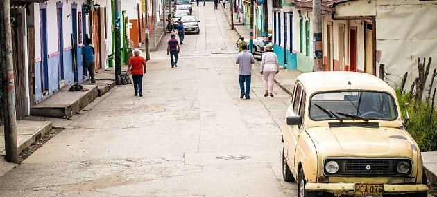 /images/r/street-scene-in-colombia-by-delaney-turner-compressor/c630x285/street-scene-in-colombia-by-delaney-turner-compressor.jpg